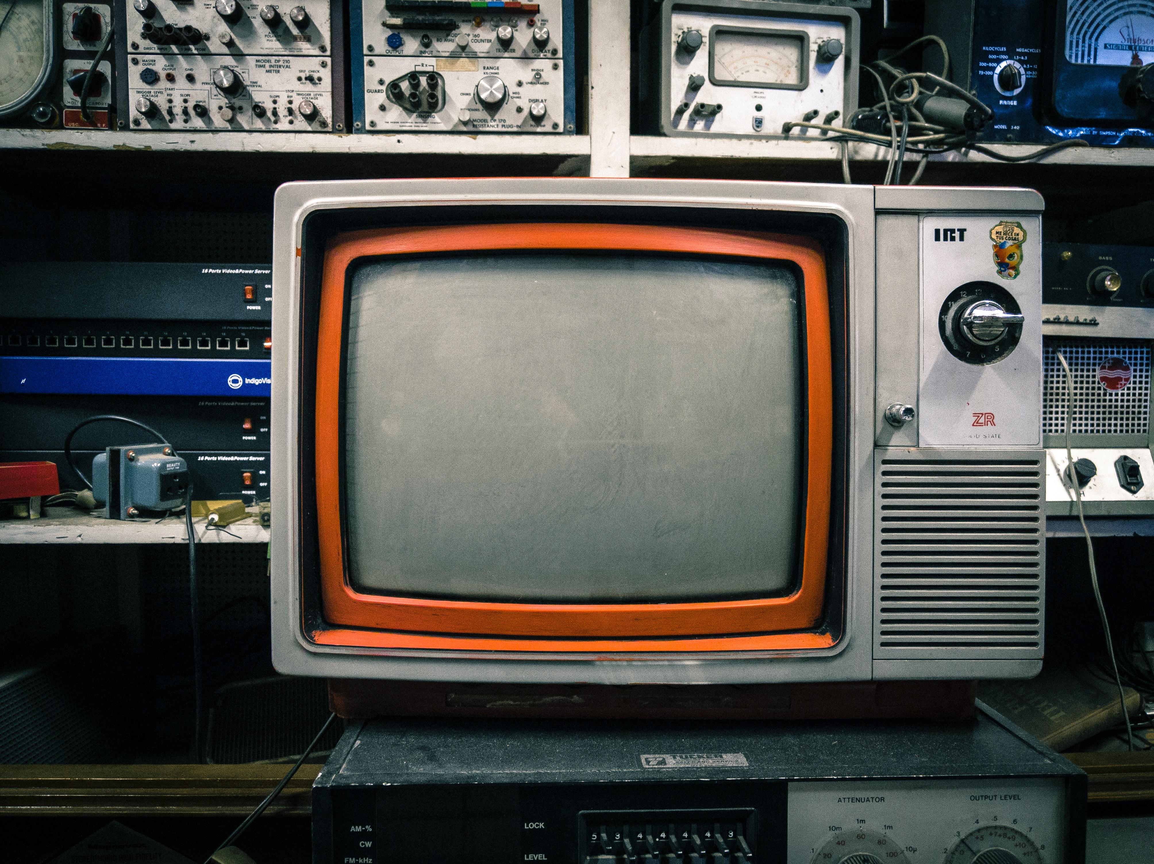 télévision les z'amours unsplash Diego Gonzalez