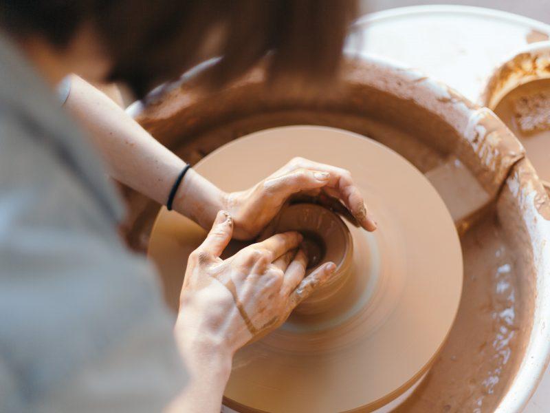 Bientôt un atelier de thérapie par la céramique - Unsplash