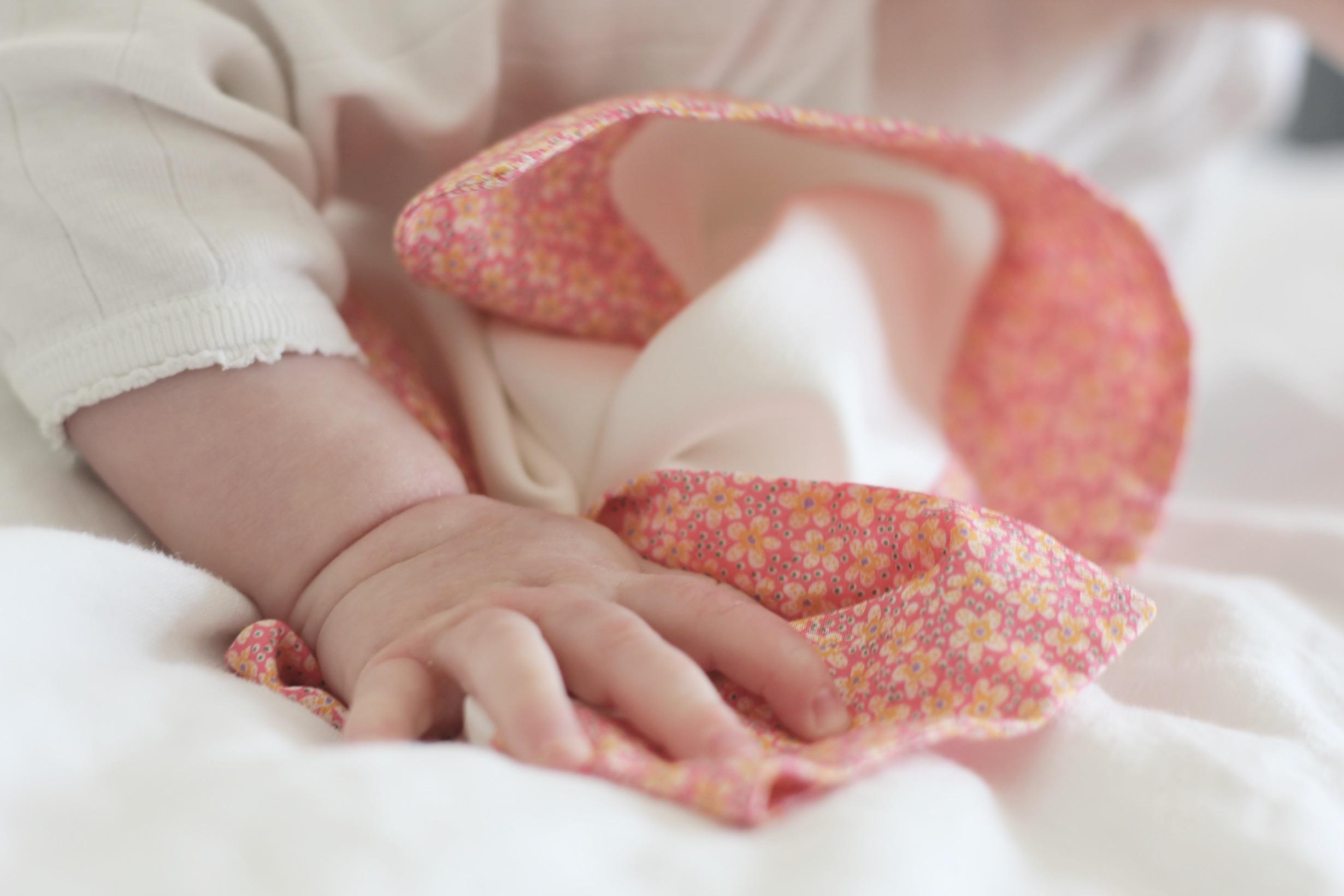 Douceur avec les doudous en soie Avril Kids -DR