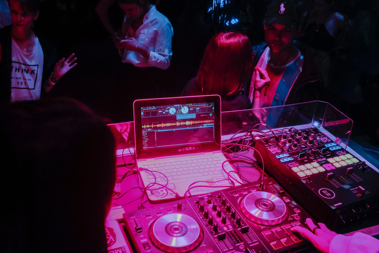 DJ - Unsplash