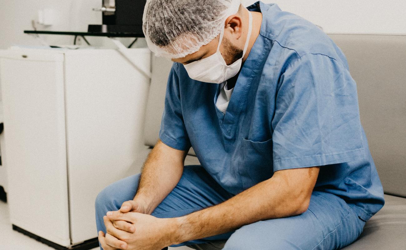 #balancetonchefdeservice assistants en médecine liège - Montage Boulettes Magazine
